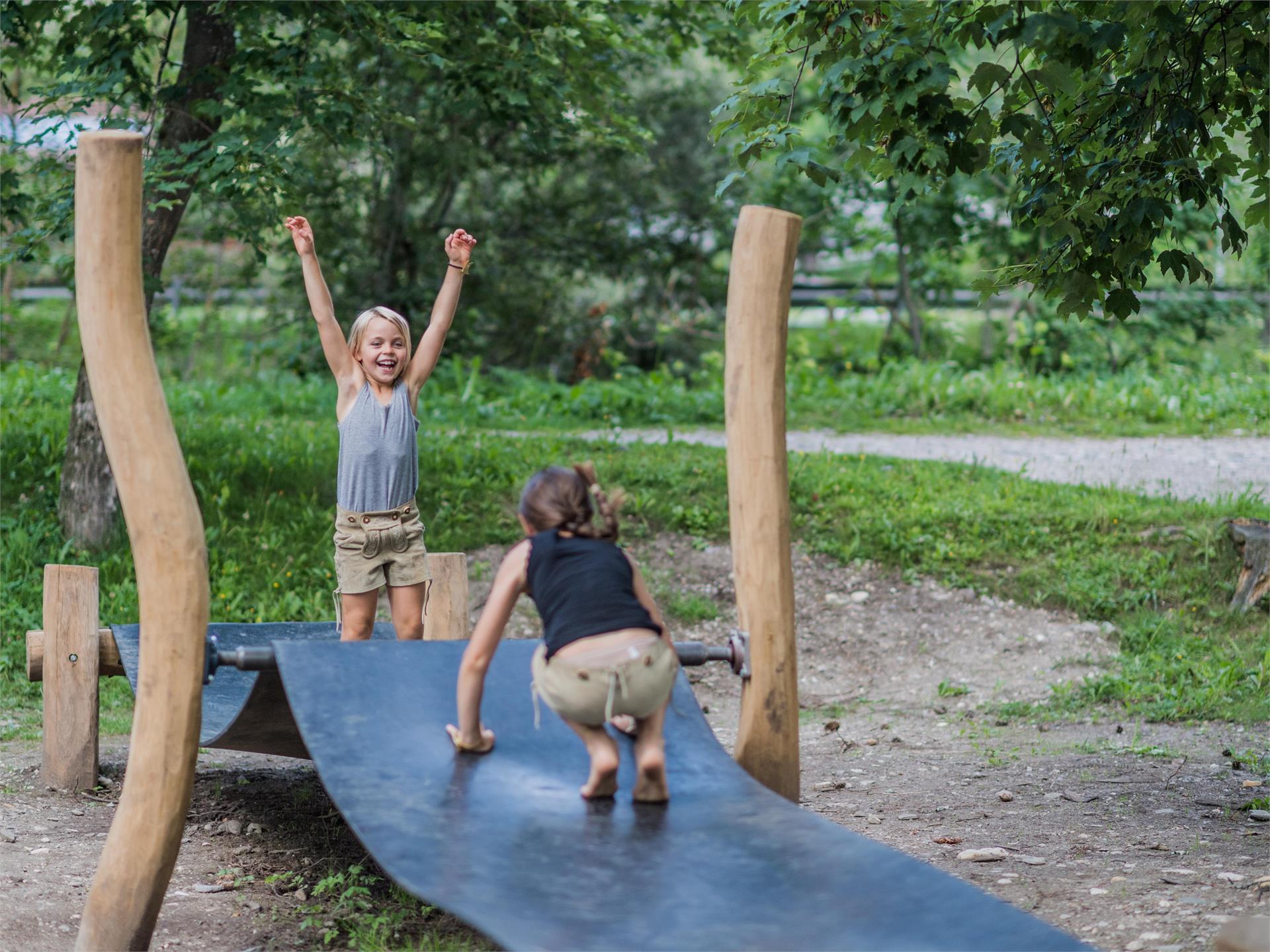 Parco gioco nel bosco