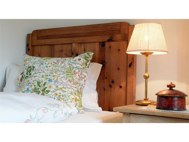 single bed with lamp