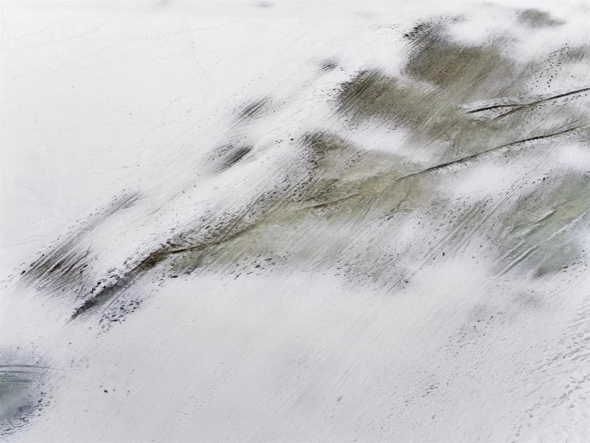MELANIE MANCHOT. BLACK SNOW. WHITE OUT. TRACKS