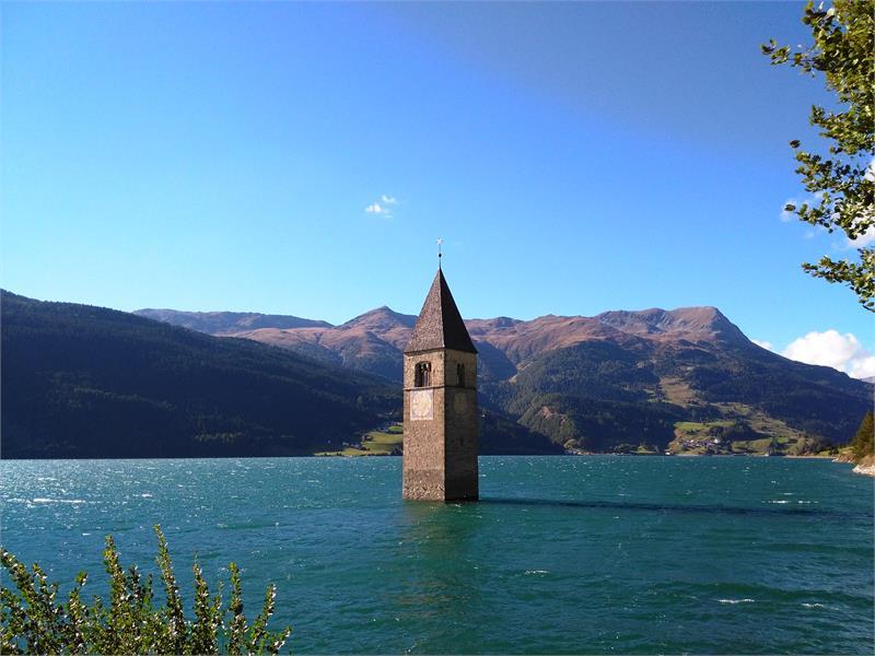 campanile nel lago