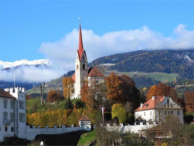 Kirche Ehrenburg Herbst