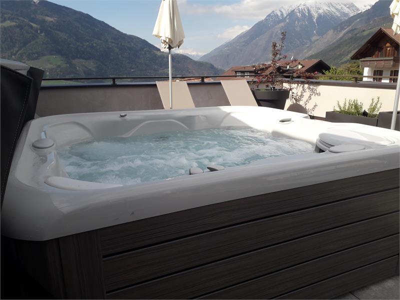 Terrazza sul tetto con vasca con idromassaggio