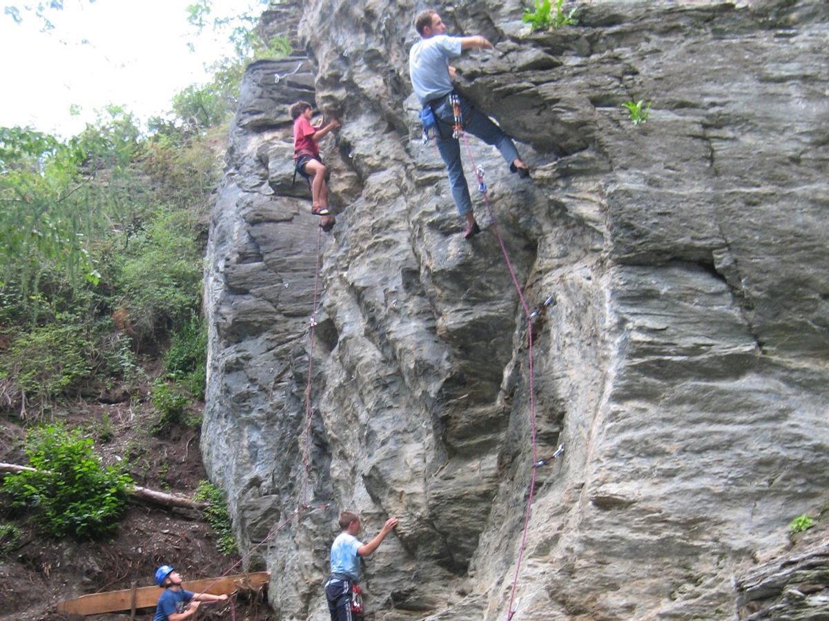 Climbing in Alliz