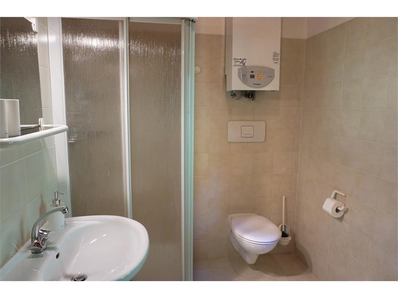 Geräumiges Badezimmer mit Dusche - Kohlstatt Hütte