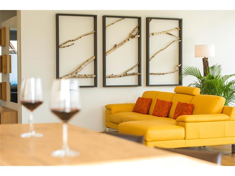 hochwertige Materialien und Designmöbel bieten ein unvergleichliches Ambiente zum Relaxen