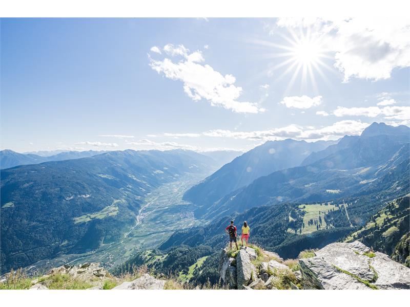 Vista dalla Cima Muta / Mutspitze verso la Val Venosta