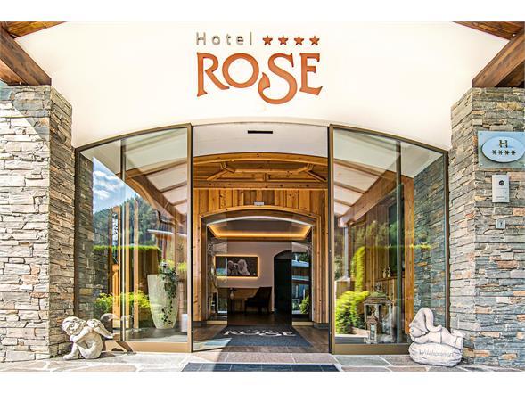 Eingang Hotel Rose