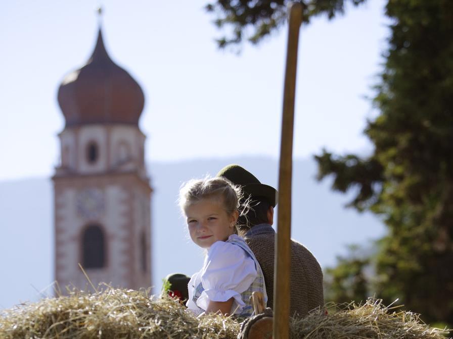 Sfilata tradizionale e festa della castagna a Tesimo (festa della castagna)