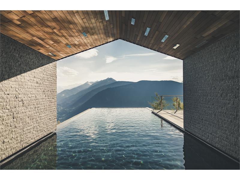 Infinity Pool Miramonti