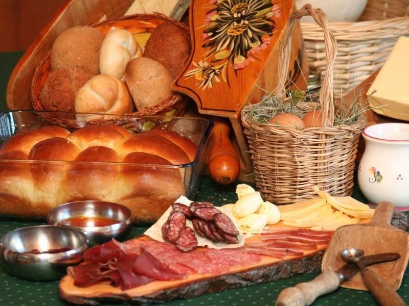 Frühstück in unserer urigen Bauernstube - Pardellerhof, Völs am Schlern