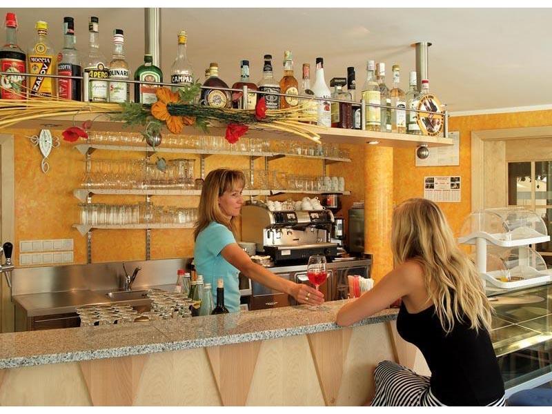 Bar/Café