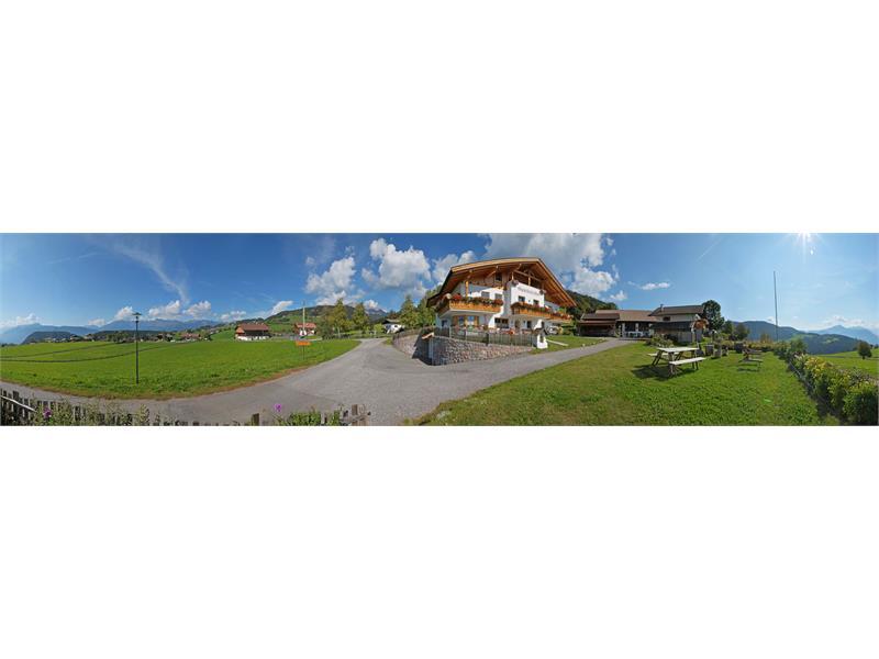 Splendida vista panoramica dal maso Ganthalerhof ad Avelengo, Alto Adige