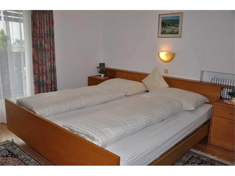 Alloggio a laces e in val martello appartamenti haus monika for 4 piani casa moderna camera da letto