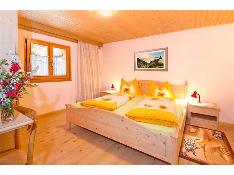 Schlafzimmer in der Ferienwohnung - Eggerhof in Vöran