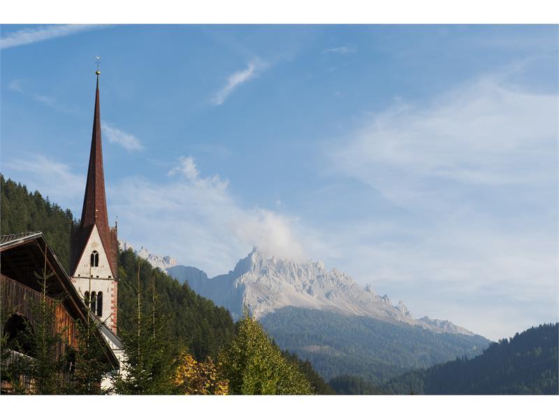 Pfarrkirche Eggen mit Latemar