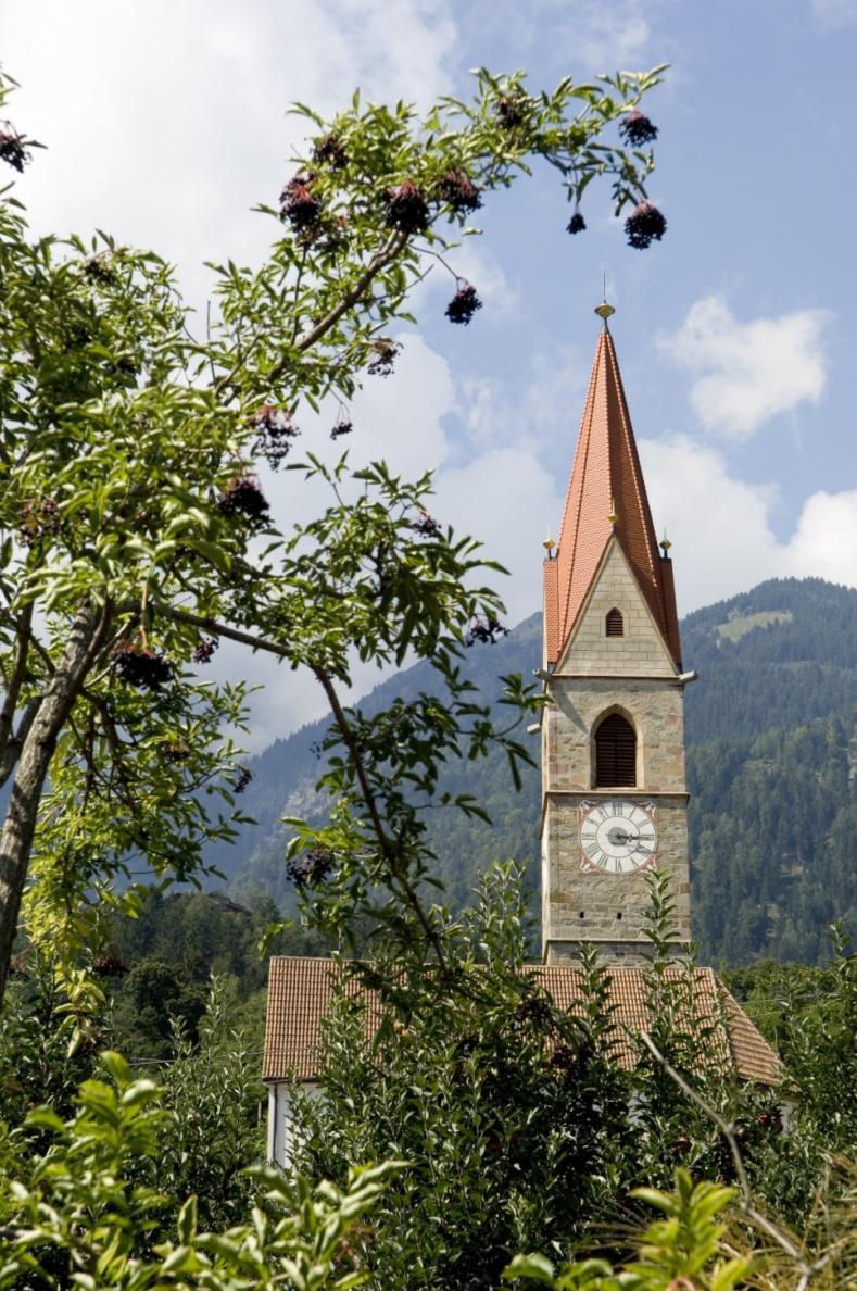 Pfarrkirche Zu den Heiligen Mauritius und Korbinian in Kuens