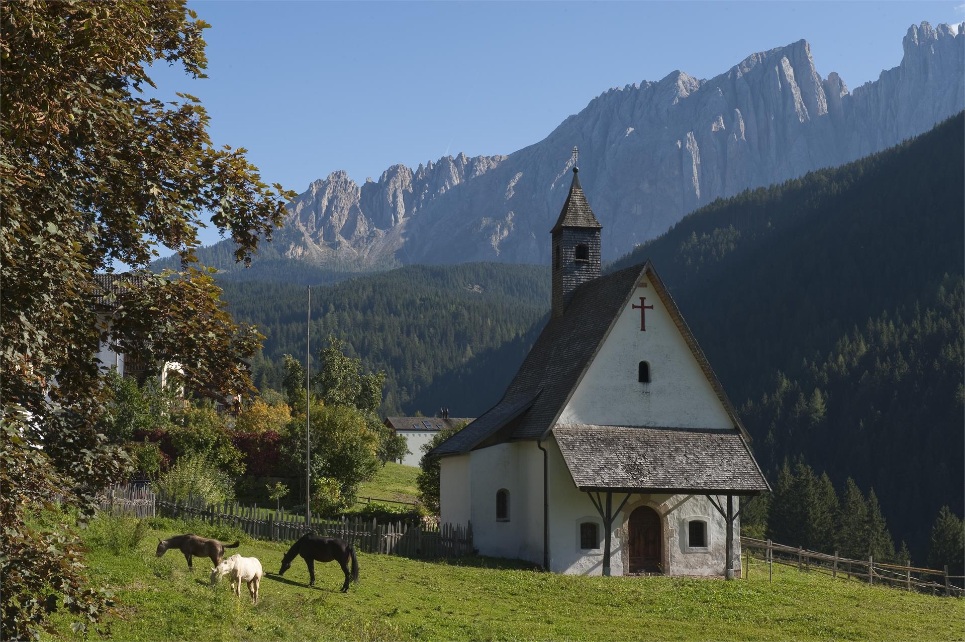 St. Sebastian Kapelle mit Latemar