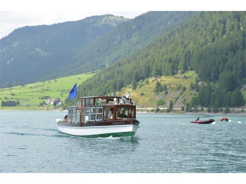 Ausflugsschiff Hubertus Interregio auf dem Reschensee