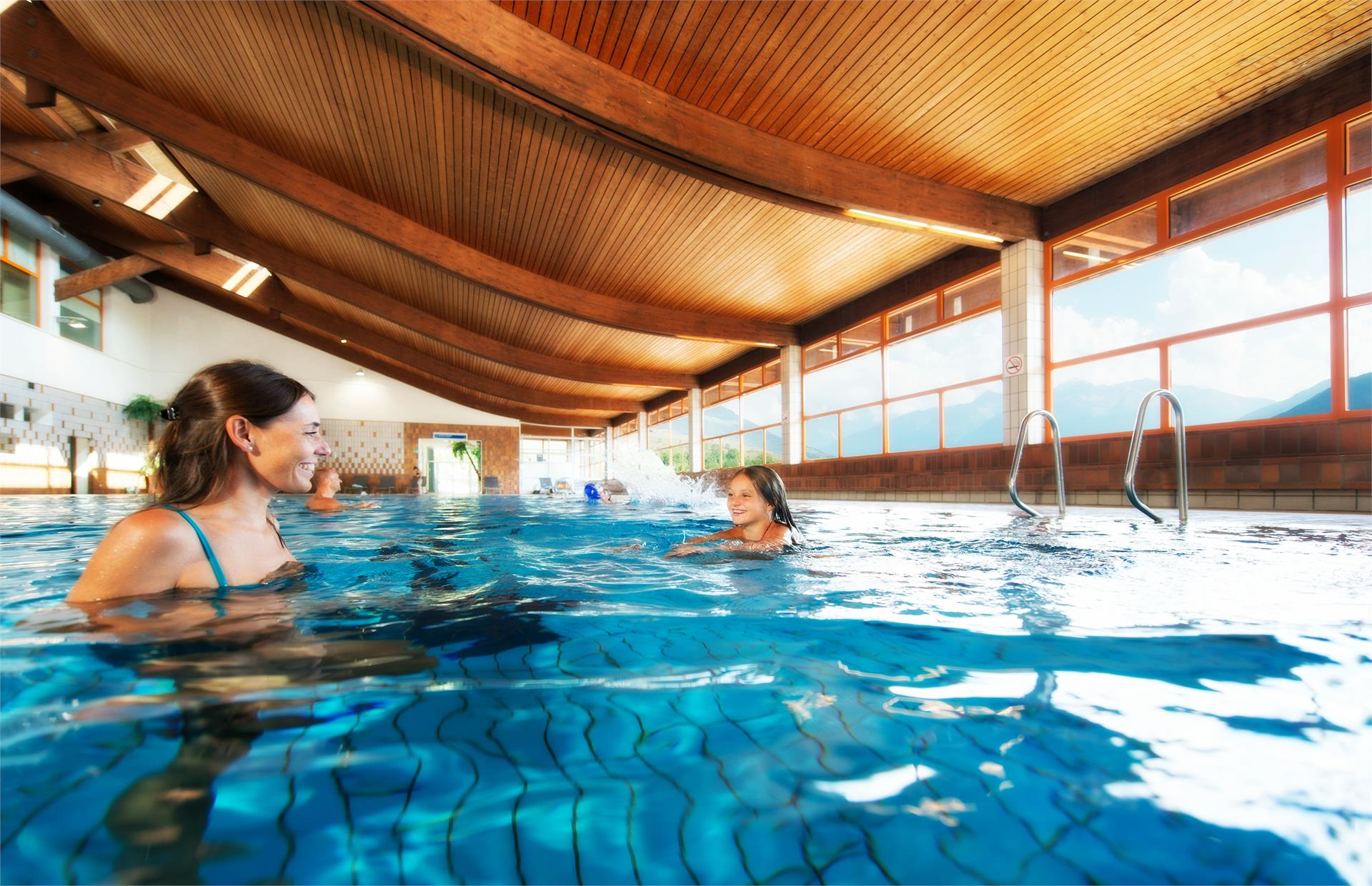 Piscina coperta e piscina all'aperto nel centro Sportwell