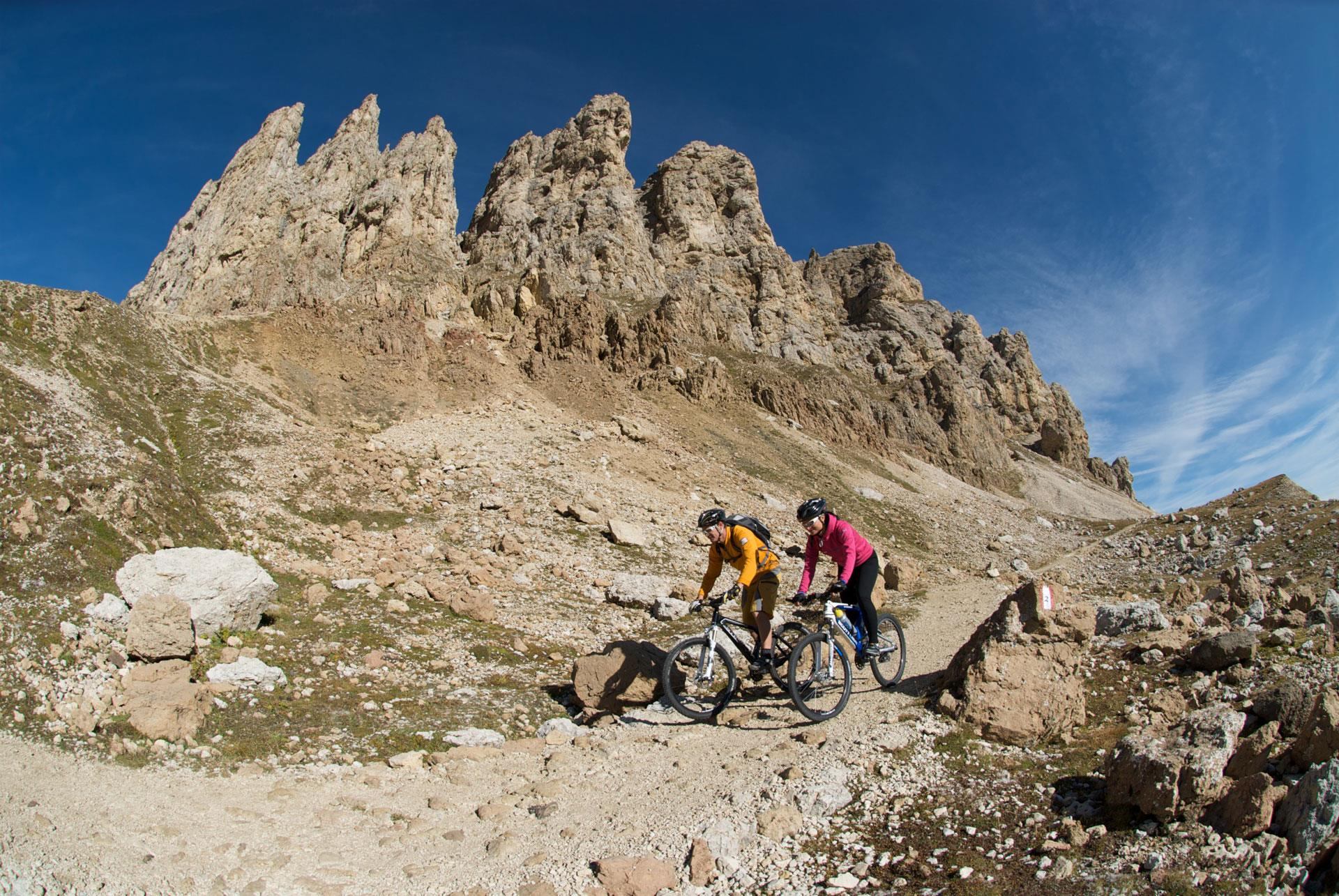 Tour in mountain-bike al Rifugio Alpe di Tires