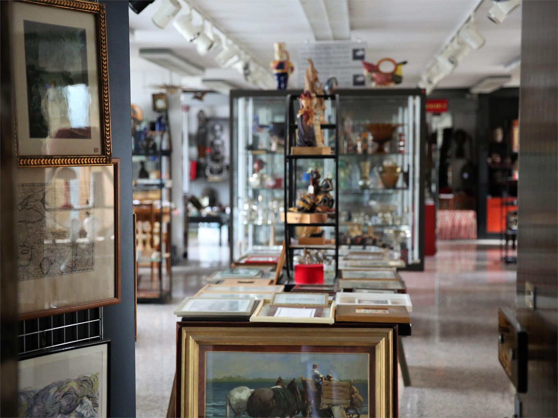Crib exhibition Südtiroler Kunstkeramik Gunther Erhart Art Selection