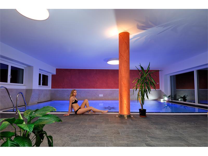 Aparthotel Viktoria Kastelruth Seiser Alm Dolomiten neues Hallenbad mit Salzwasser