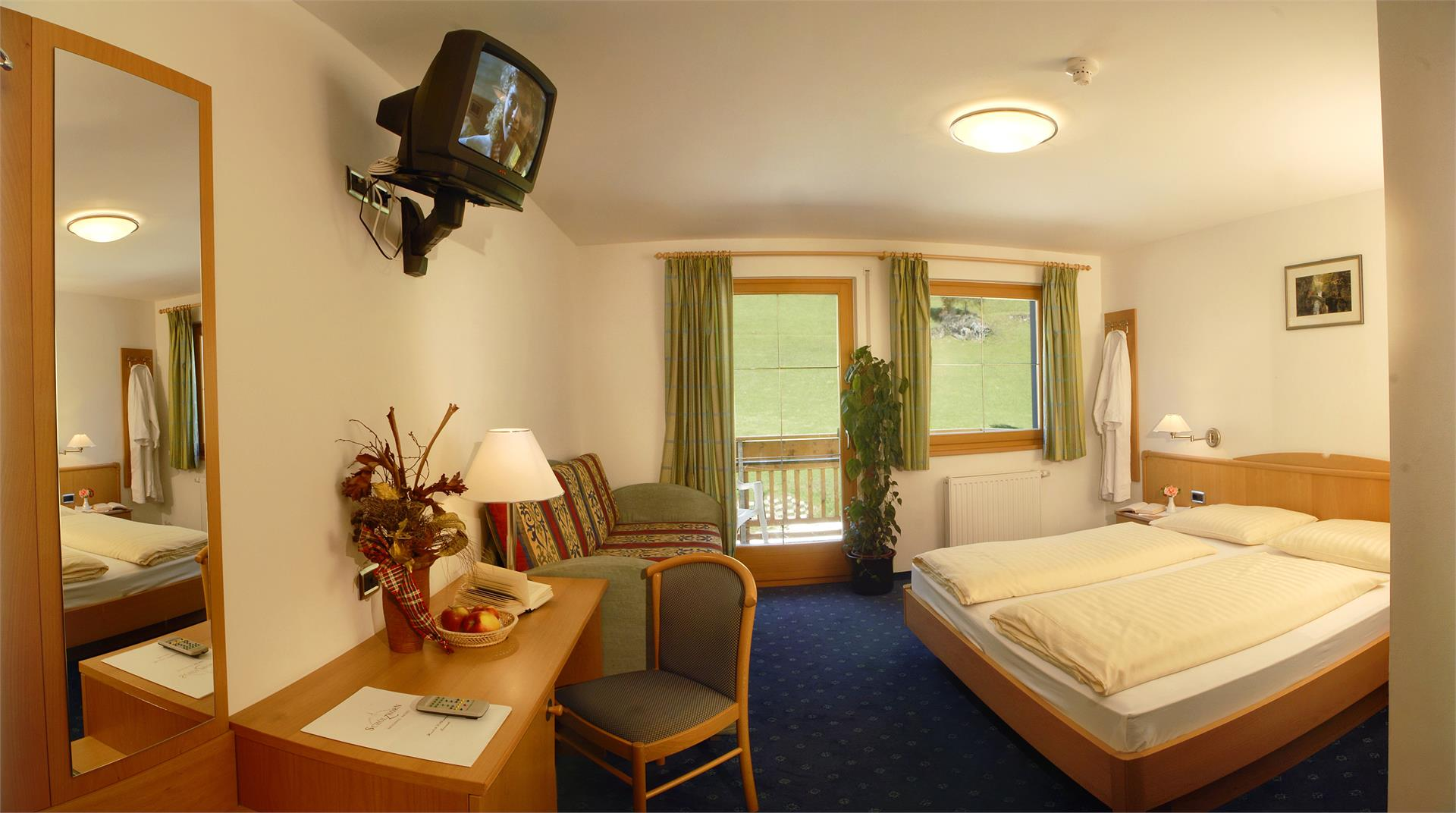 Doppelzimmer mit Dusche/WC/Föhn/Sat-TV/Safe