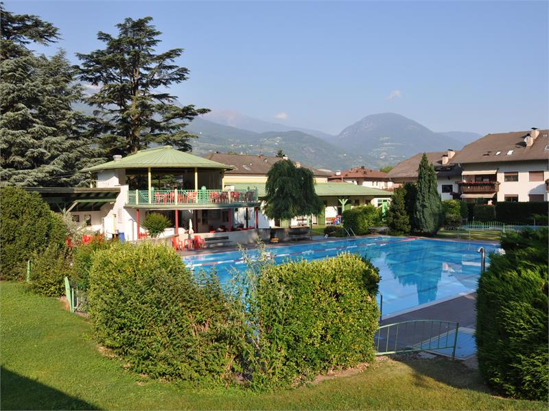 The out-door swimming pool in Terlano