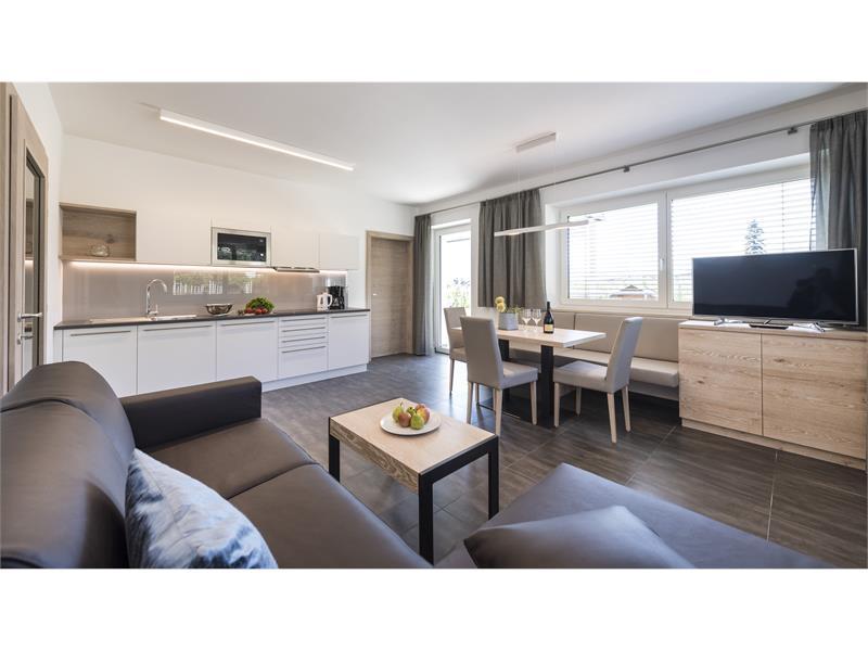Wohnraum mit Küche Appartment Vigilius