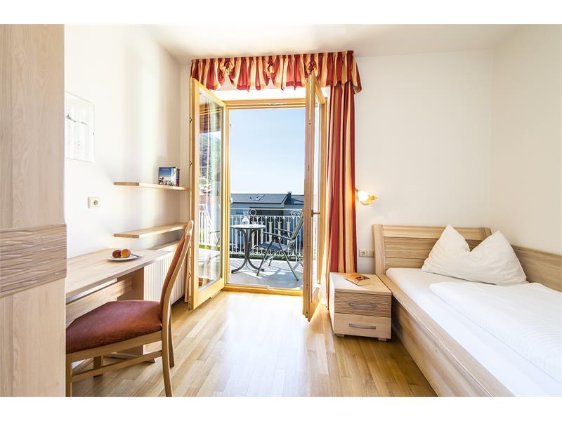 Einbettzimmer mit Dusche/WC/Balkon