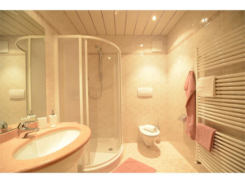 Bathroom apartment Kirsche