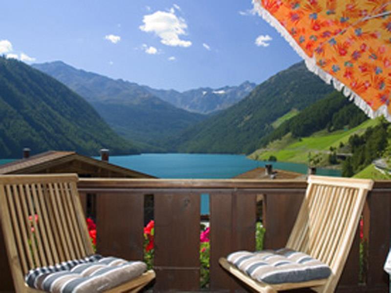 Vernago at the lake