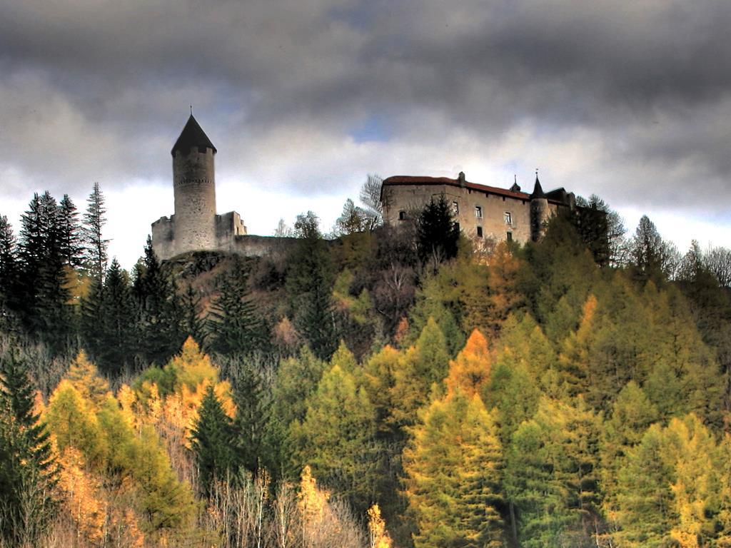 From Wiesen to Sprechenstein castle