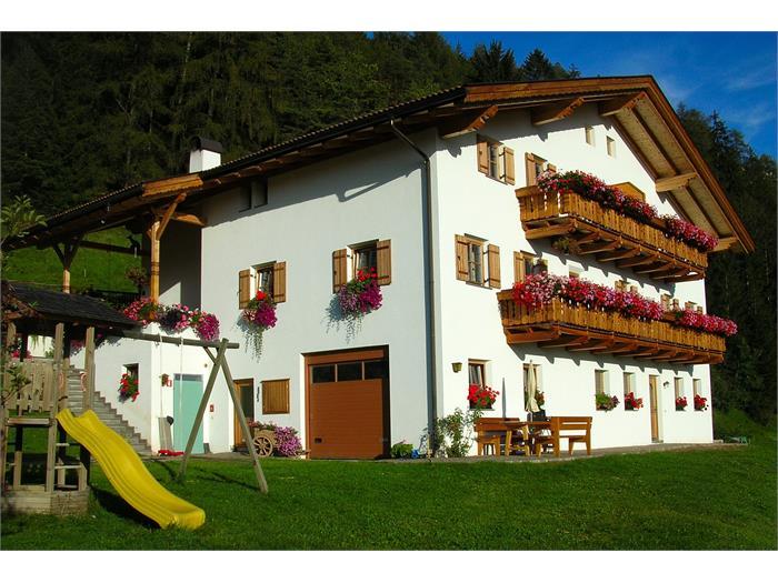 Haus mit Balkonblumen