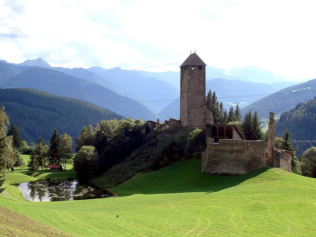 Across the Prantneralm to the Strassberg ruin