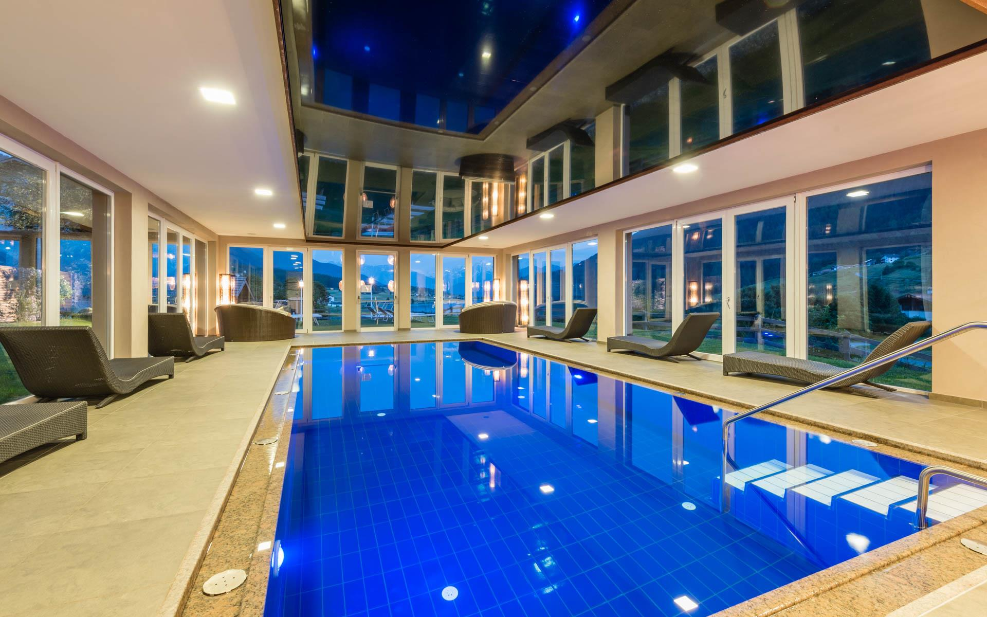 Panoramic pool