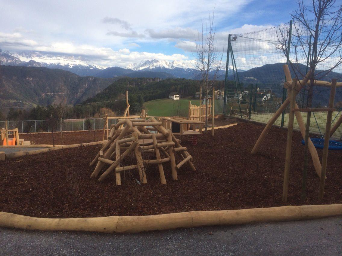 Kinderspielplatz - Dorfzentrum Jenesien