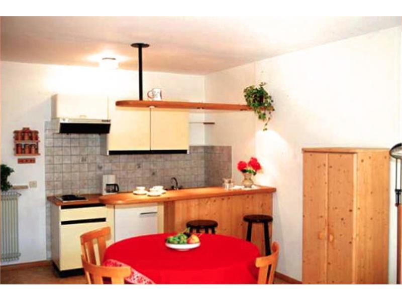 unterkunft in latsch martelltal ferienwohnungen klosterhof. Black Bedroom Furniture Sets. Home Design Ideas