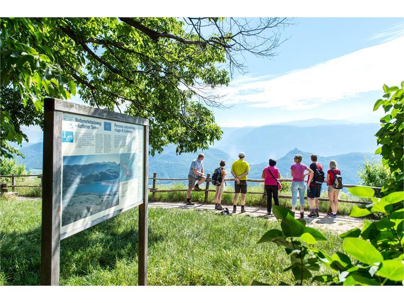 Vista panoramica da Castelvecchio al lago di Caldaro