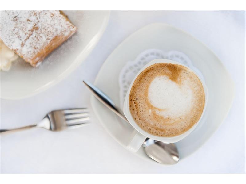 Cappuccino und Strudel