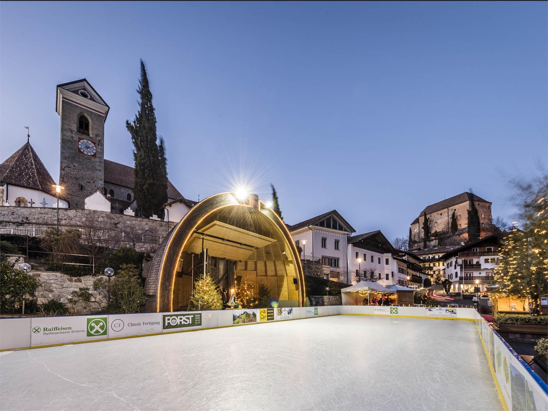 Pista di pattinaggio sul ghiaccio a Scena