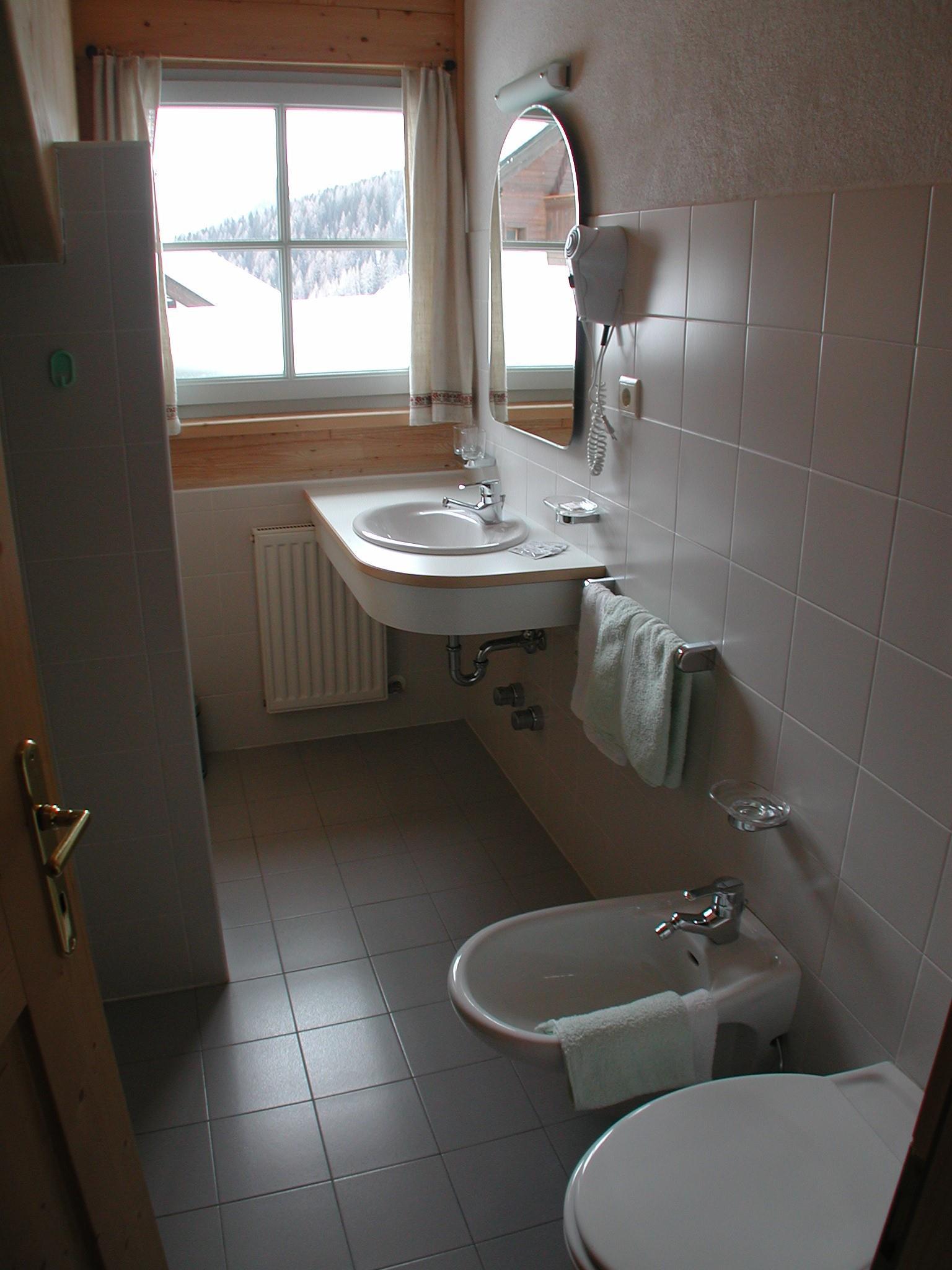 appartamento genziana - bagno con vasca e doccia