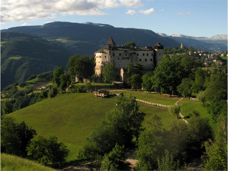 Visit the Castle of Prösels /Presule, enjoy the concerts and the medieval games