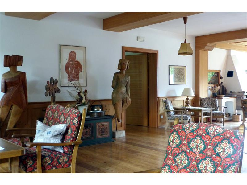 Space and style: one of our sitting rooms - Hotel Appartements Perwanger, Fiè allo Sciliar