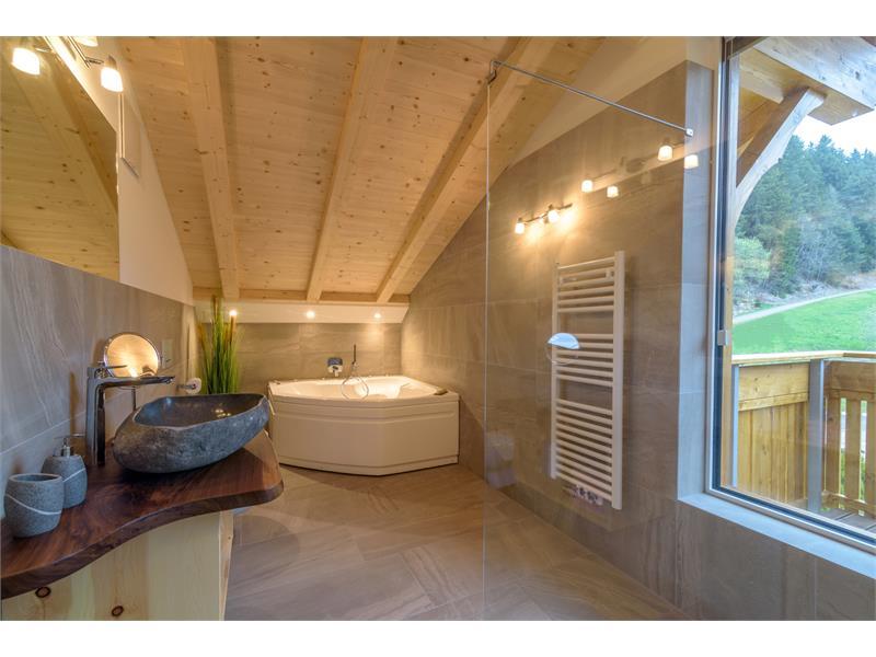 Modernes Badezimmer in der Ferienwohnung - Eggerhof in Vöran