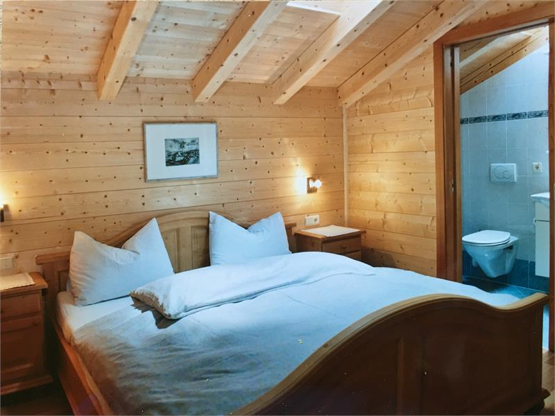 Camera da letto matrimoniale con doccia