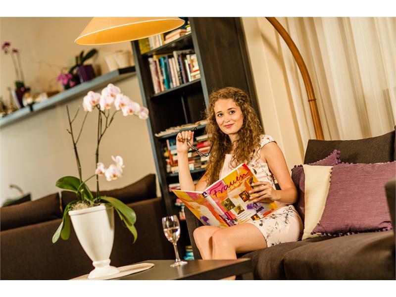 Im Loungebereich der Hotelbar