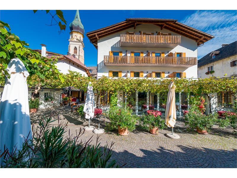 Gastgarten und Hotel
