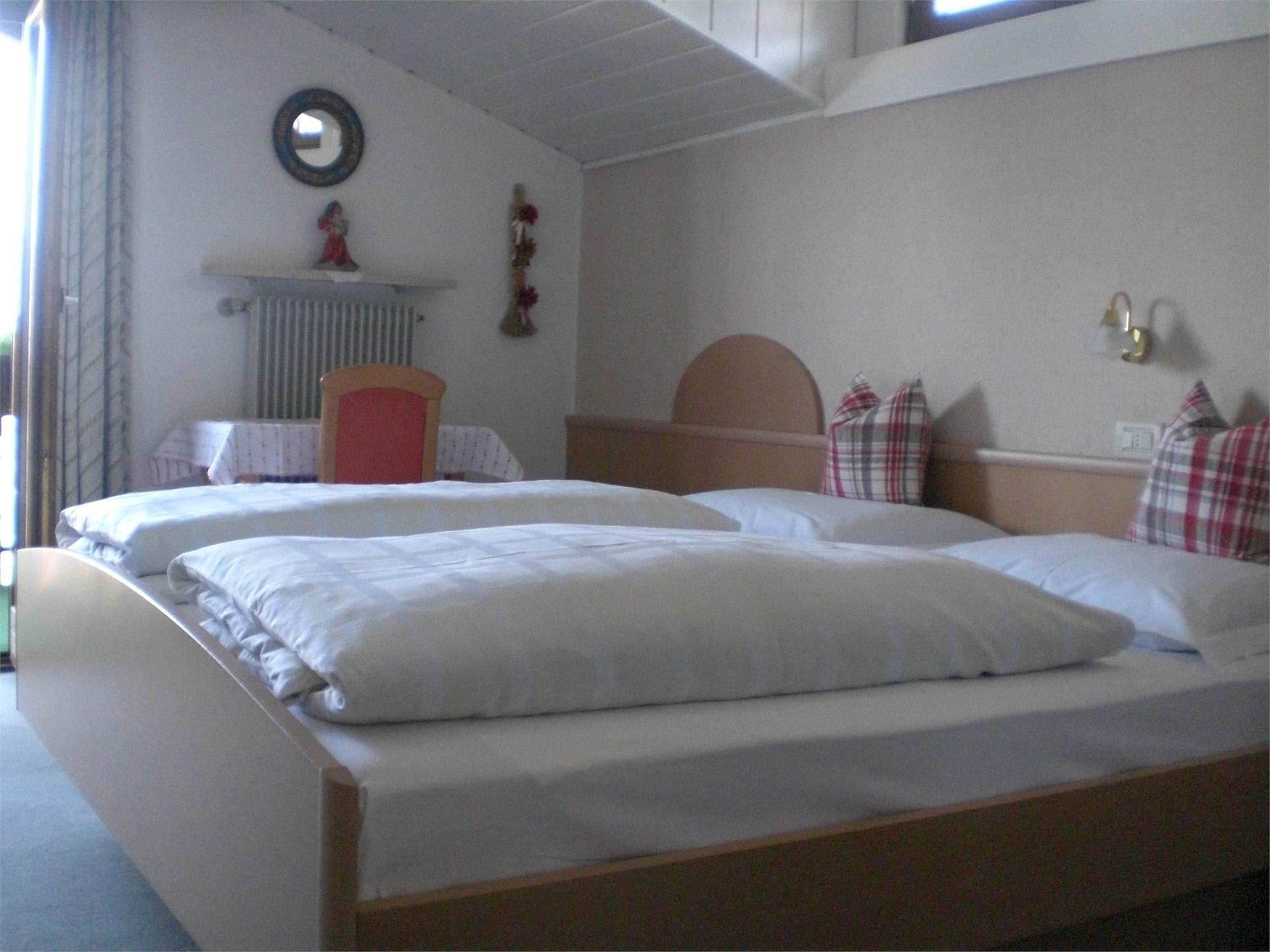 Tutte le camere sono arredate in modo accogliente, dotate di balcone panoramica con vista stupenda s