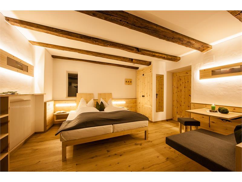 Liebevoll eingerichtete lichtdurchflutete Zimmer